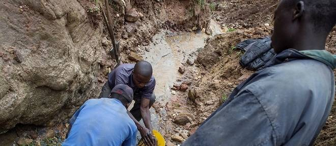La decision du gouverneur Theo Ngwabidje Kasi arrive apres plusieurs denonciations de la societe civile et des organisations locales de l'exploitation illegale des minerais a Mwenga.