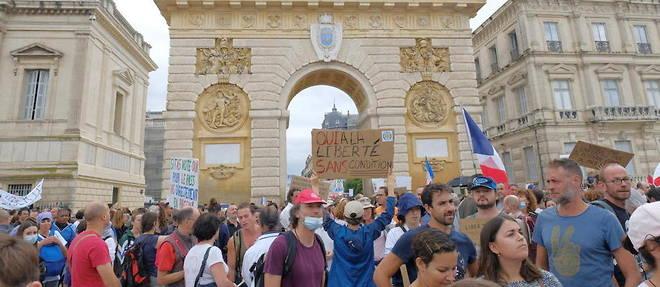 A Montpellier, des centaines de personnes manifestent contre le pass sanitaire, samedi 7 aout.