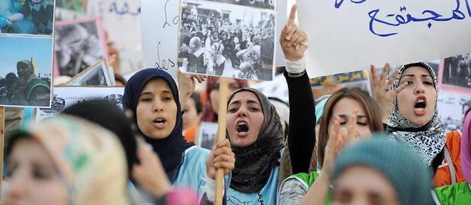 La Constitution de 2011 a constitue un tournant dans l'approche de l'idee de la place de la femme dans le champ politique marocain. Bien que de nouvelles dispositions soient  prises pour l'ameliorer, les femmes restent vigilantes, en manifestant si necessaire. Ici, en mars 2014, lors de la Journee internationale de la femme.