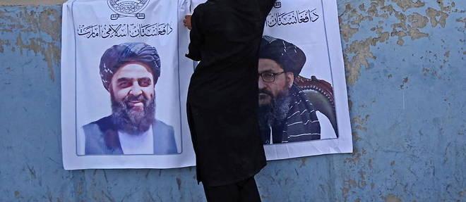 Les visages des nouveaux leaders talibans, dont Mullah Abdul Ghani Baradar et Amir Khan Muttaqi, ont ete affiches dans les rues de Kaboul.