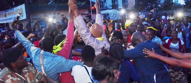 Les putschistes en Guinee ont, dans un geste d'apaisement, libere un groupe d'opposants politiques au president dechu Alpha Conde.
