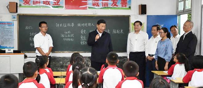 Le president chinois Xi Jinping visite une ecole primaire dans la province du Hunan le 16 septembre 2020.