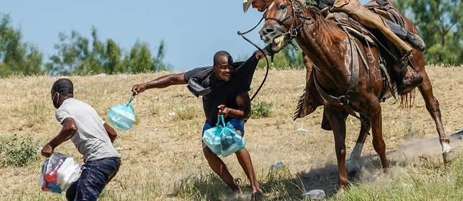 """Migrants refoules a cheval: Biden veut faire """"payer"""" les policiers responsables"""