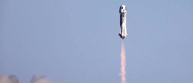 La capsule, avec quatre passagers a bord, dont William Shatner qui a incarne le capitaine Kirk dans la serie Star Trek, a atterri ce mercredi.