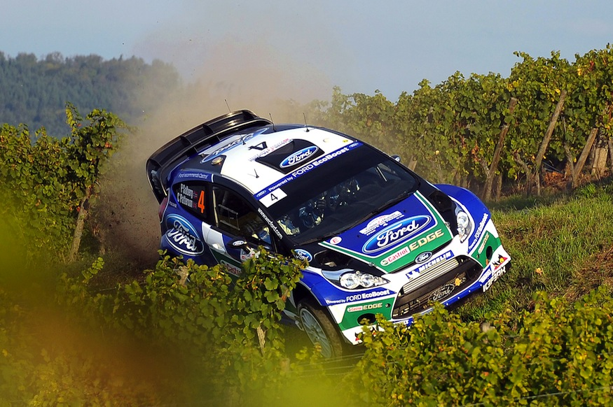 Solberg (Ford Focus) s'offrit une belle cabriole dans les vignes avant d'être arreté par un poteau électrique
