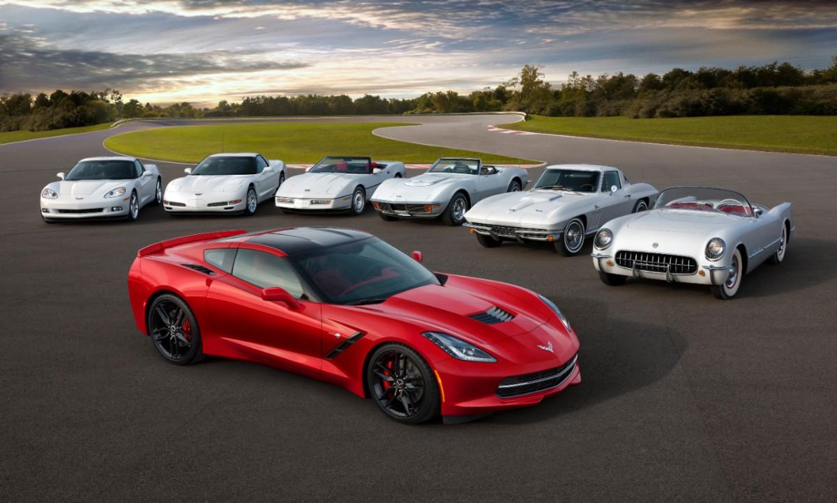 Le coupé Corvette Stingray pose devant les 6 générations précédentes du modèle.
