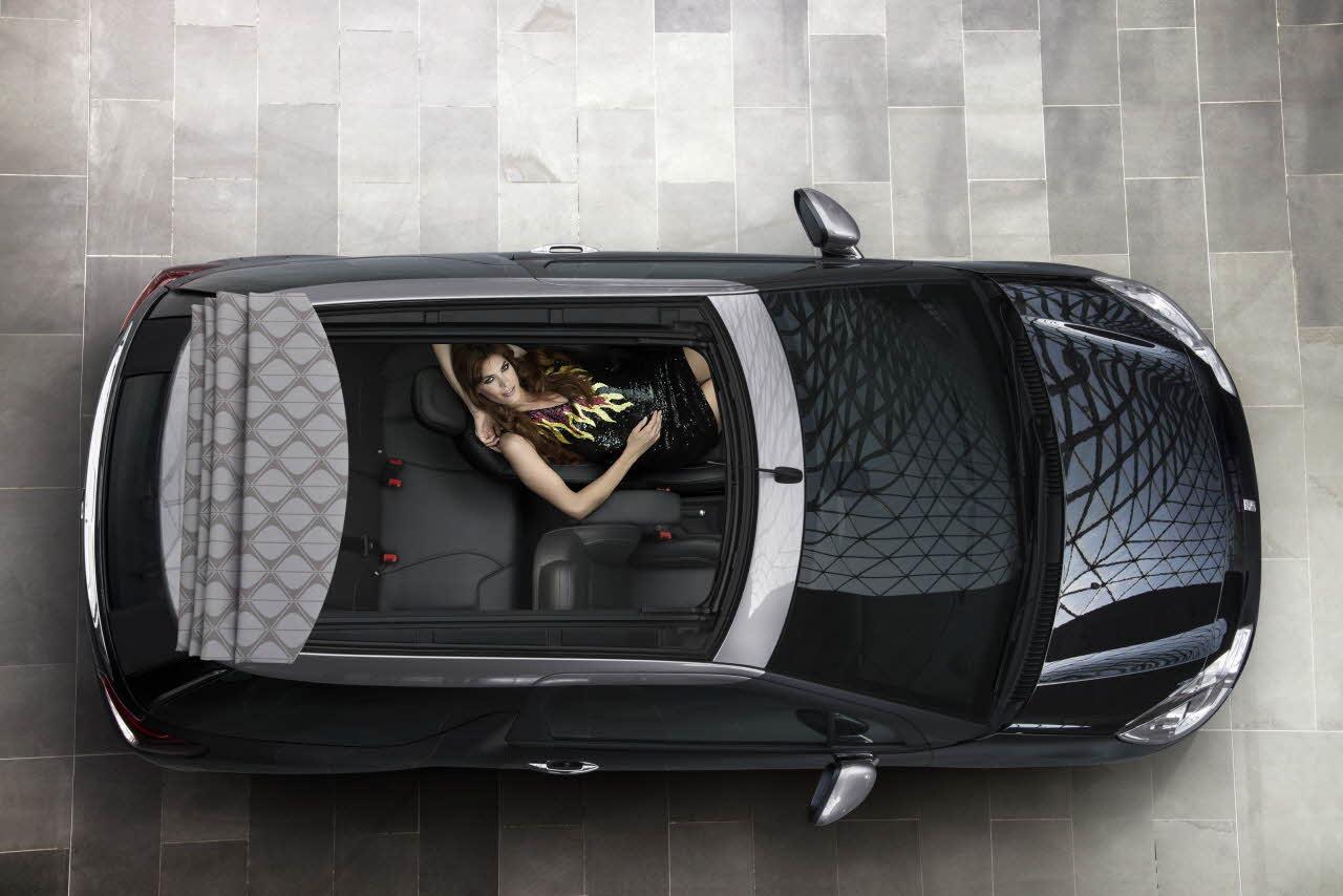 Accentuer le luxe sur la gamme DS, un succès reconnu et prolongé sur ce cabriolet au toit digne des grands malettiers.