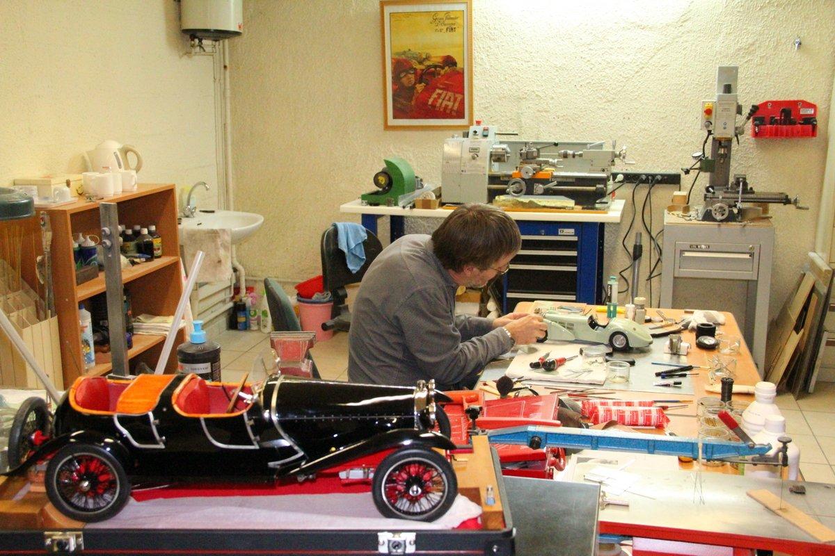 Christian Gouel dans son atelier