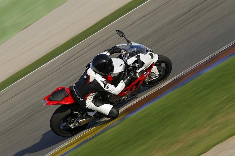 Pour les motos sportives comme la BMW S 1000 RR, l'âge d'accès est relevé... et les 100 ch toujours de rigueur !