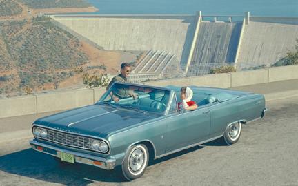 La première Malibu apparut en 1964 sous forme de coupé et de cabriolet. Elle fut ensuite déclinée en berline et break.