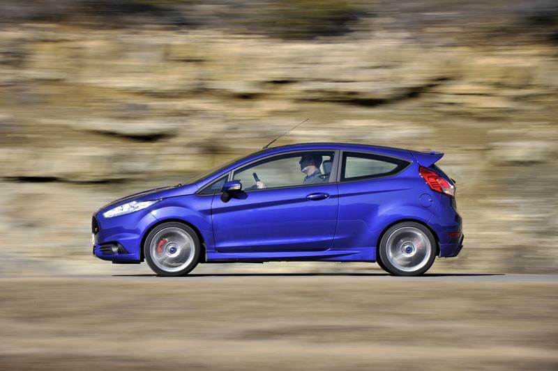 Suffisamment compacte pour être à l'aise en ville, la Fiesta ST révèle son plein potentiel sur la route.