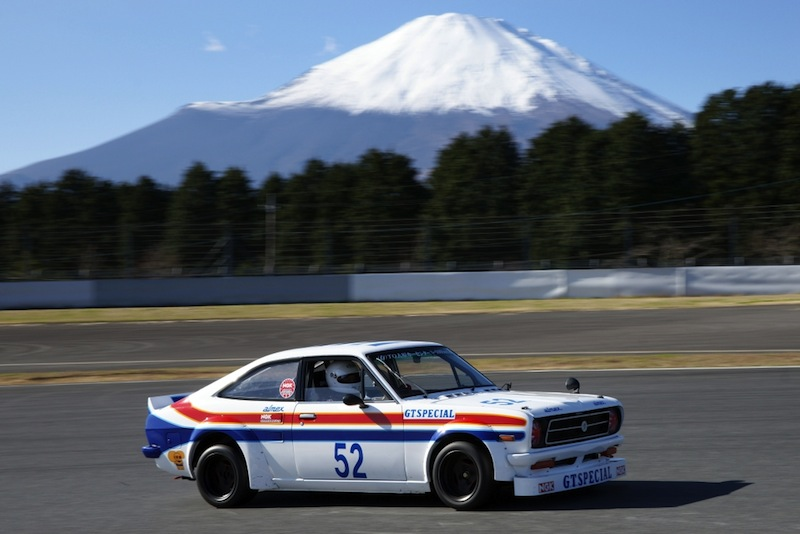Le MOnt Fuji en toile de fond et de grosses sensations sur ces Nissan vénérables