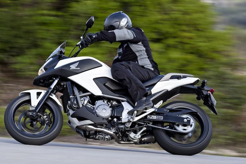 La meilleure nouveauté moto de l'année est la Honda NC 700 X (1 236 immats), devant sa soeur l'Integra (1 062) : joli tir groupé pour les twins économiques.