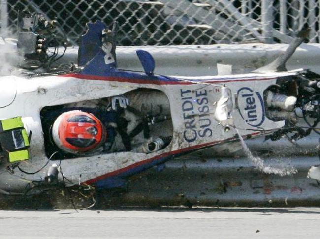 Robert Kubica se sortira sans blessure grave d'un accident suffisamment violent pour détruire l'avant de la coque de sa monoplace.