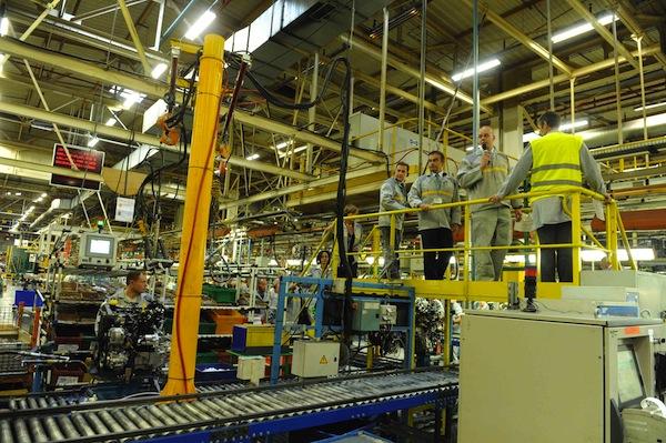 Carlos Ghosn, en viste à Maubeuge, l'unité qui assemble la Kangoo ZE électrique