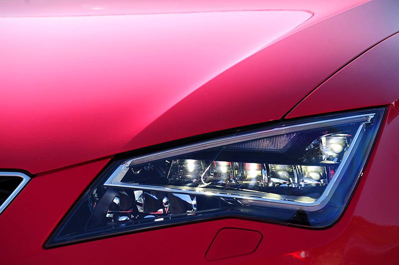 La Seat Leon a été la première voiture de son segment à proposer en option des optiques 100% LED.