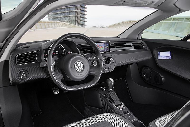 L'habitacle reste spartiate, mais la position de conduite est excellente, comme dans une voiture de sport.